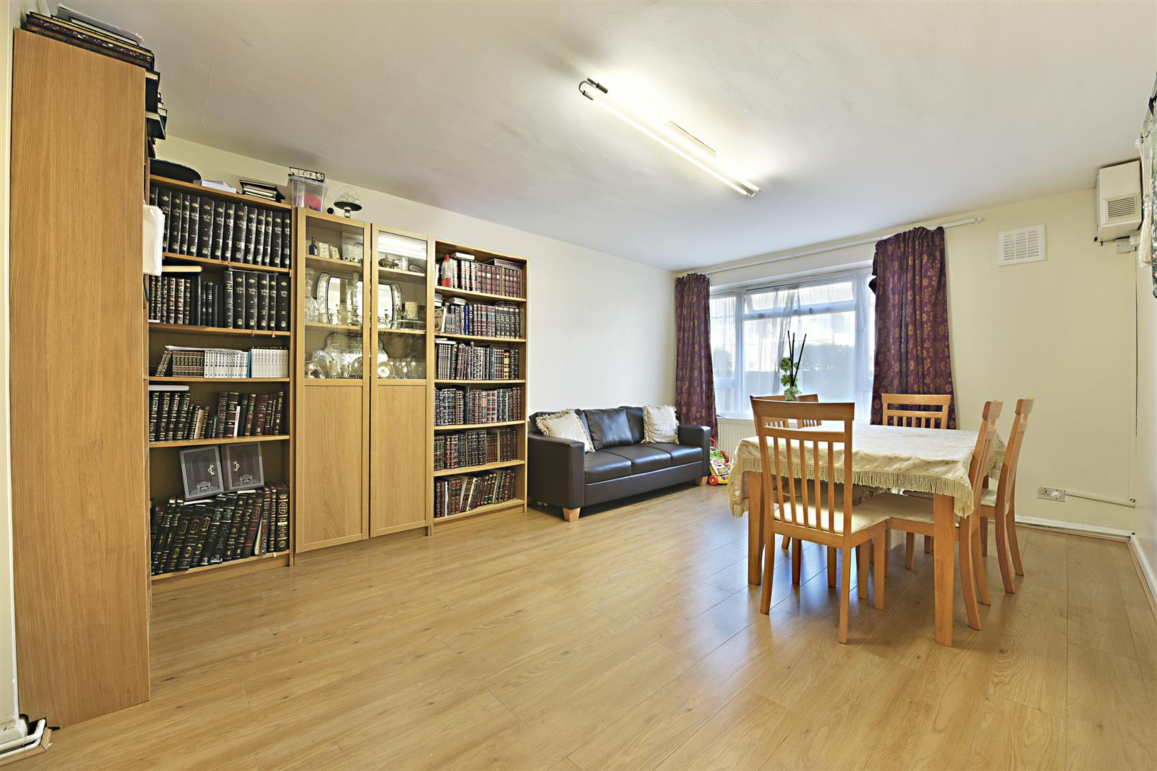 2 Bedrooms Flat for sale in Upper Clapton Road, London